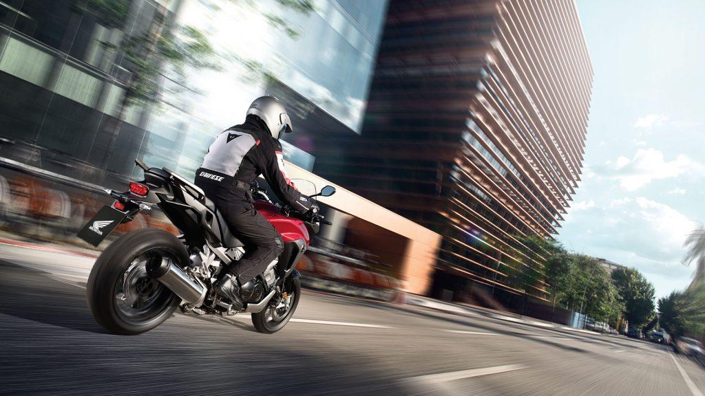 Kjør alltid med handlingsberedskap, klar til å styre eller raskt endre farten.